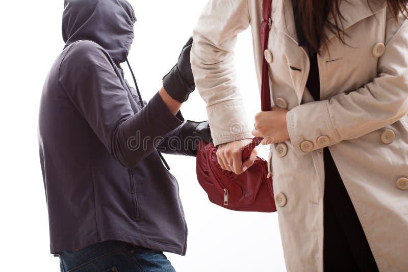 Bandido que arrebata uma bolsa fotografia de stock