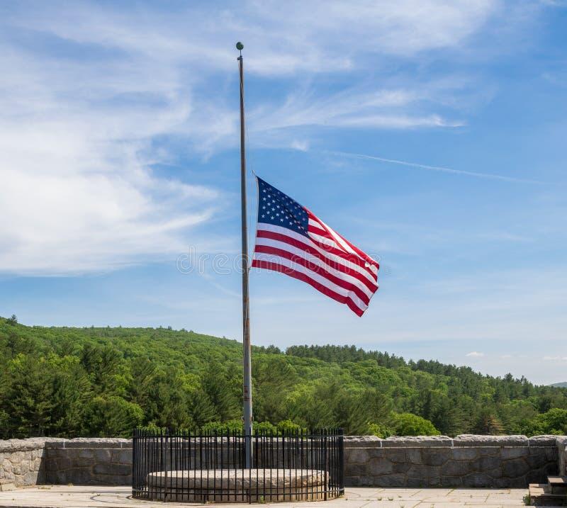 Bandiera americana al personale mezzo fotografie stock