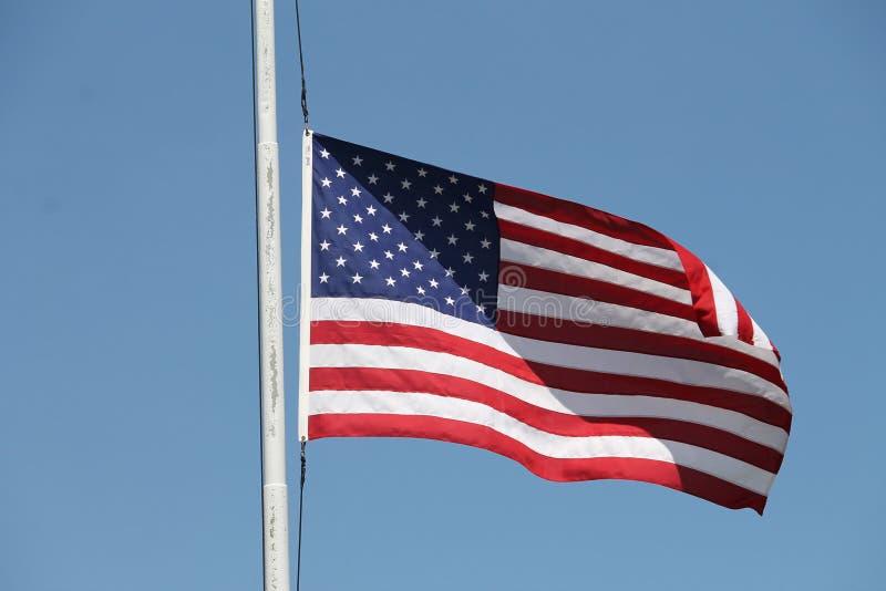 Bandiera americana che fluttua nel vento fotografia stock