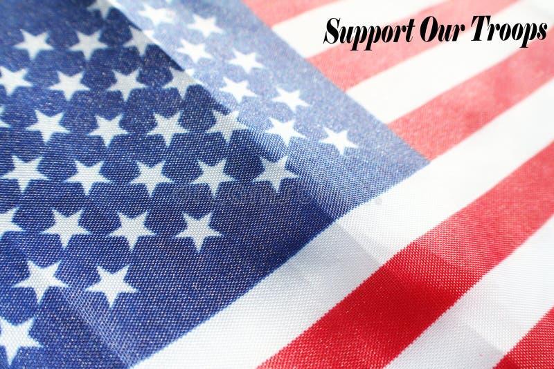 Bandiera americana con il supporto del ` la nostra alta qualità del ` delle truppe fotografia stock libera da diritti