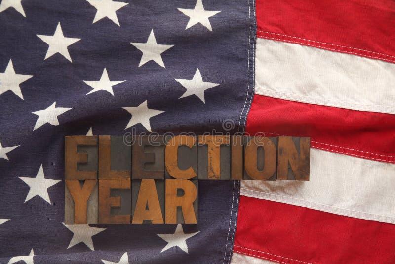 Bandiera americana con le parole di anno di elezione fotografie stock libere da diritti