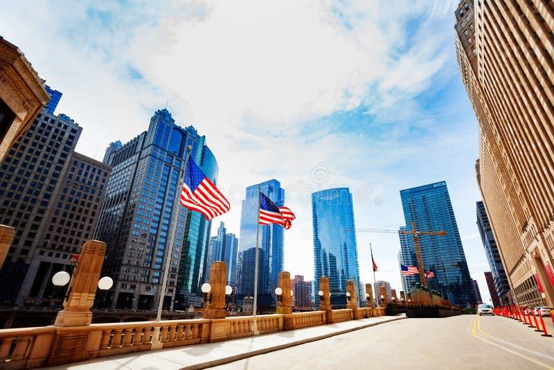 Bandiera americana ed embarkment in Chicago del centro fotografia stock libera da diritti