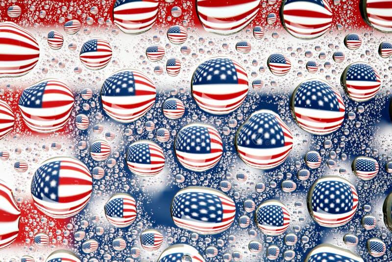 Bandiera americana riflessa nelle gocce di acqua illustrazione di stock