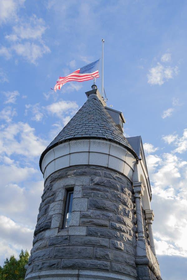 Bandiera americana sopra il castello di belvedere fotografia stock