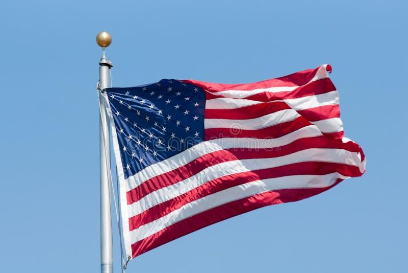 Bandiera americana sul cielo blu fotografia stock