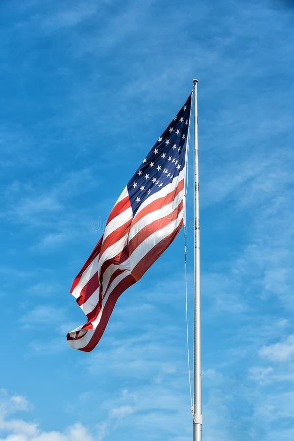 Bandiera americana sul cielo blu fotografia stock libera da diritti