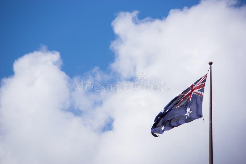 Bandiera australiana in un giorno soleggiato fotografia stock libera da diritti
