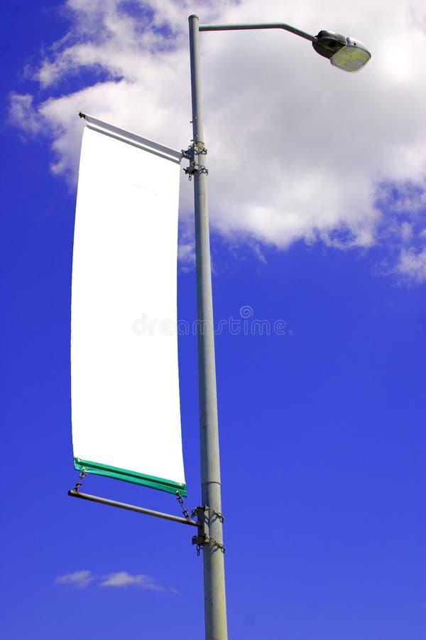 Bandiera in bianco dell'indicatore luminoso di via immagini stock libere da diritti