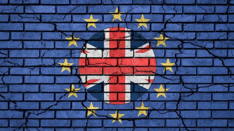 Bandiera Brexit-Regno Unito dentro le stelle di UE sul muro di mattoni incrinato blu immagini stock