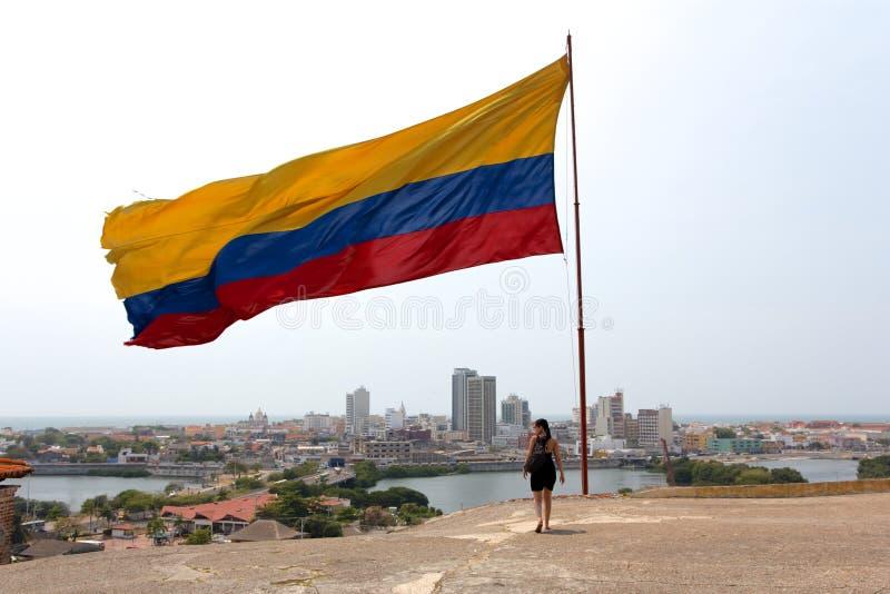 Bandiera colombiana sopra Cartagine fotografia stock