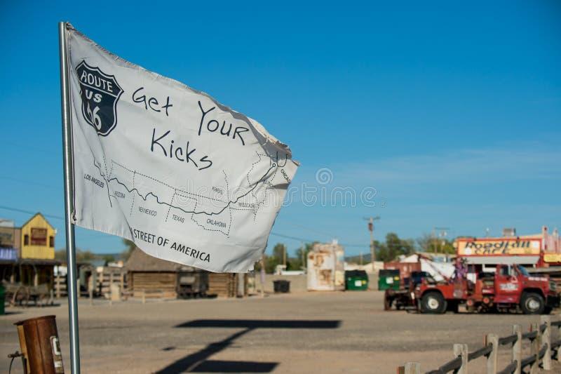 Bandiera come si vede in SELIGMAN - automobili d'annata lungo Route 66 fotografia stock libera da diritti