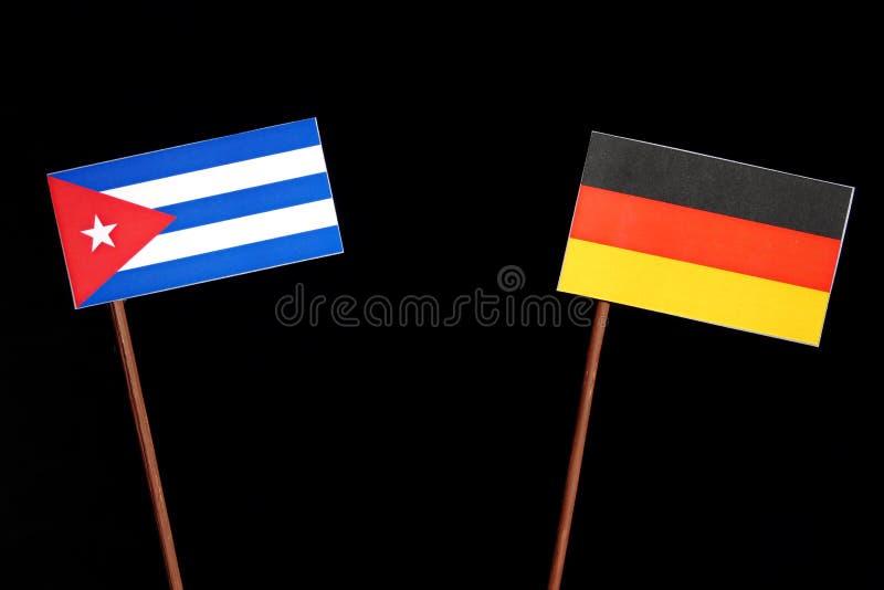 Bandiera cubana con la bandiera tedesca sul nero immagini stock libere da diritti
