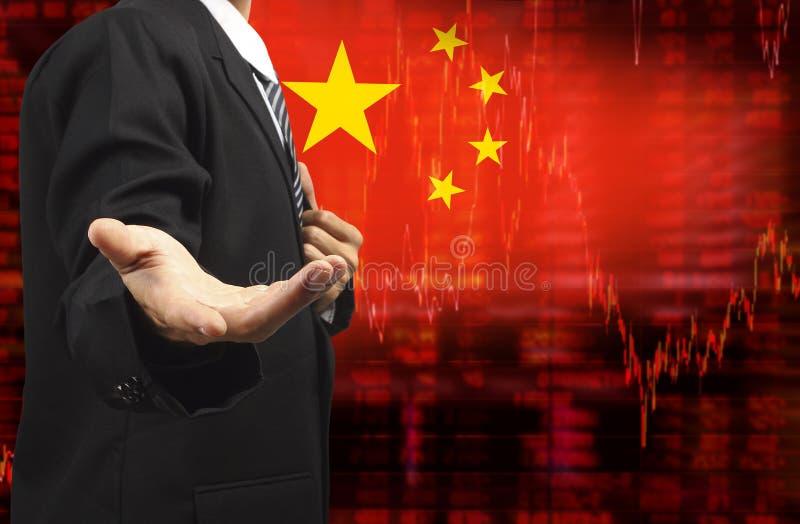 Bandiera dei dati delle azione di tendenza al ribasso della Cina con l'uomo di affari con la mano vuota illustrazione di stock