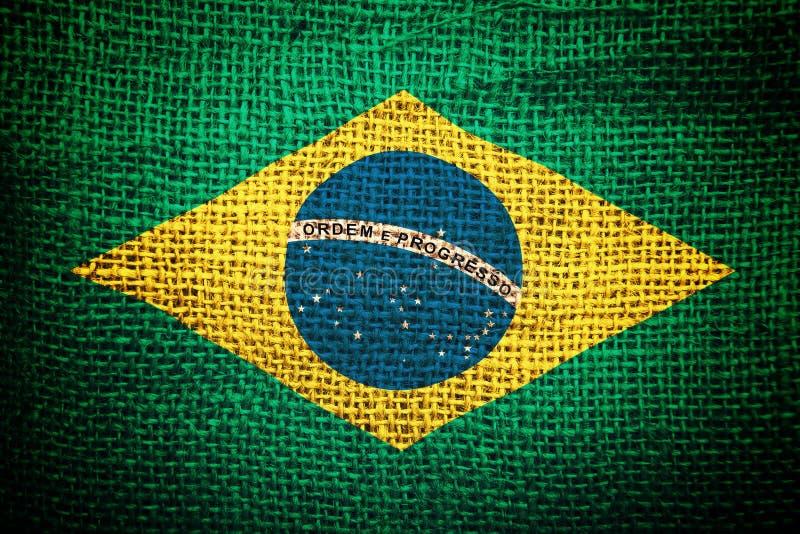 Bandiera del Brasile su struttura del sacco del caffè fotografia stock libera da diritti