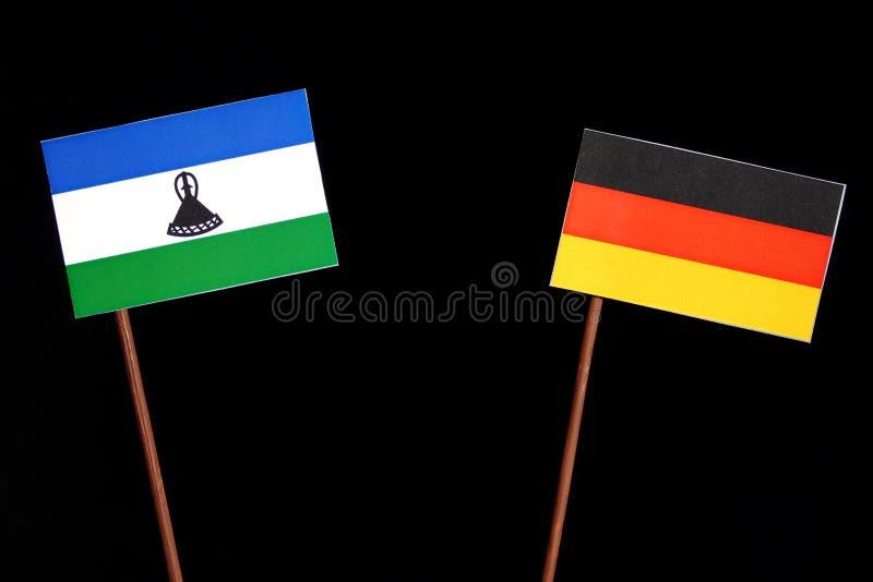 Bandiera del Lesotho con la bandiera tedesca sul nero immagine stock libera da diritti