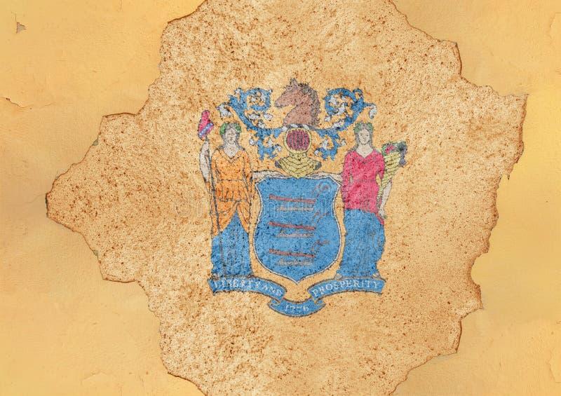 Bandiera del New Jersey dello stato USA in grande foro incrinato concreto fotografia stock libera da diritti