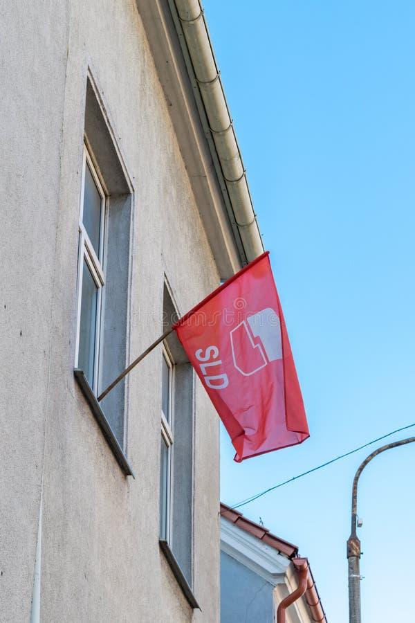 Bandiera dell'alleanza democratica di sinistra polacca: Sojusz Lewicy Demokratycznej, SLD fotografia stock libera da diritti