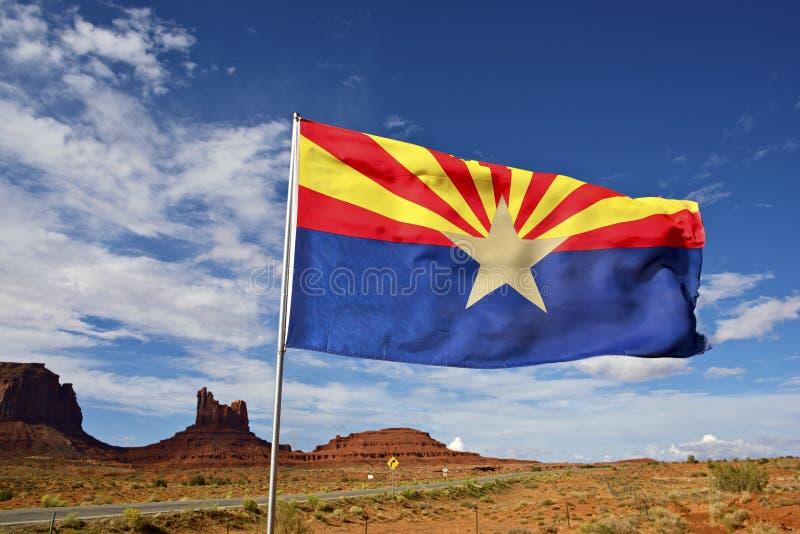Bandiera dell'Arizona su vento immagini stock
