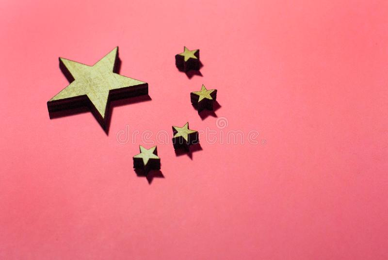 Bandiera della Cina nel rosa fotografie stock
