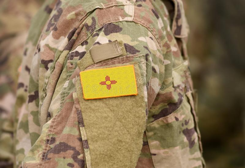Bandiera dello Stato del Nuovo Messico sull'uniforme militare Stati Uniti USA, esercito, soldati Collage immagini stock