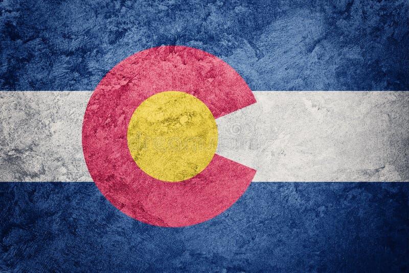 Bandiera dello stato di Colorado di lerciume Testo di lerciume del fondo della bandiera di Colorado royalty illustrazione gratis