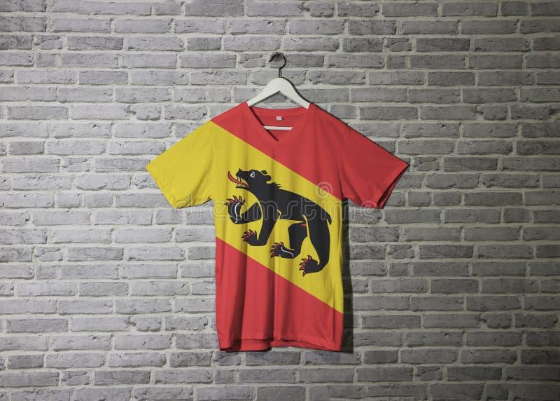 Bandiera di Berna sulla camicia ed appendere sulla parete con la carta da parati del modello del mattone illustrazione vettoriale