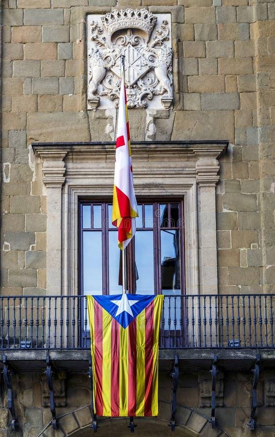Bandiera di Estelada del dettaglio sul balcone Vic, Catalogna Spagna del municipio immagine stock