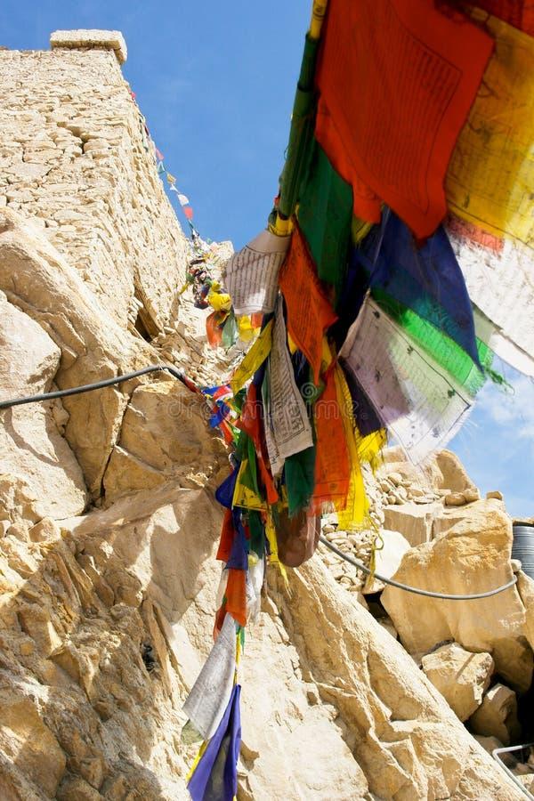 Bandiera di preghiera in monastero immagine stock libera da diritti