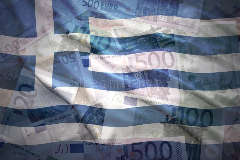Bandiera greca d'ondeggiamento variopinta su un euro fondo fotografia stock