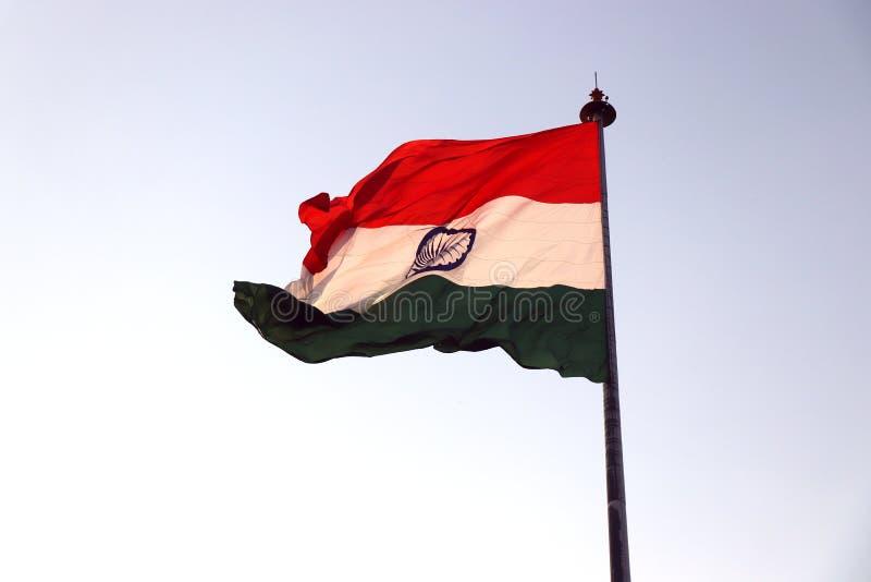Bandiera nazionale indiana che ondeggia nel vento fotografie stock libere da diritti