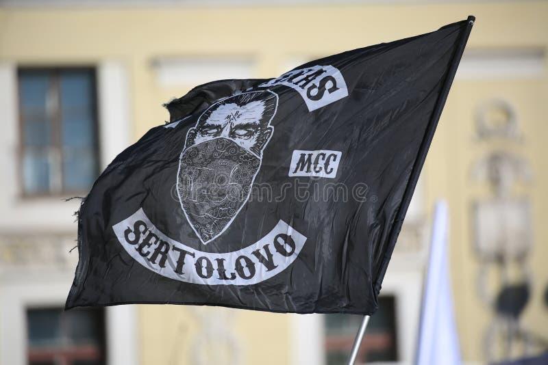 Bandiera nera con il simbolismo del motoclub dei BANDANAS fotografia stock