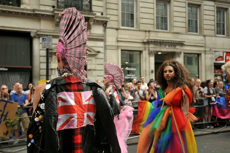 Bandiera rosa inglese al gay pride di Londra a Londra, Inghilterra 2019 fotografia stock libera da diritti
