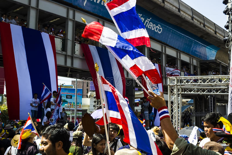 Bandiera tailandese dei protestatari a Asoke a Bangkok  immagini stock