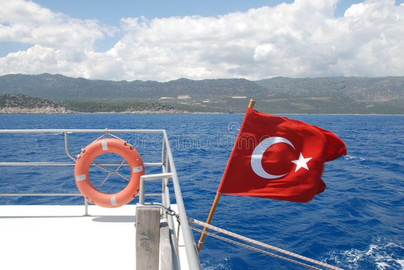 Bandiera turca su forma blu del mar Mediterraneo immagini stock libere da diritti