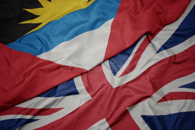 bandiera variopinta d'ondeggiamento della Gran Bretagna e bandiera nazionale dell'Antigua e di Barbuda fotografie stock libere da diritti