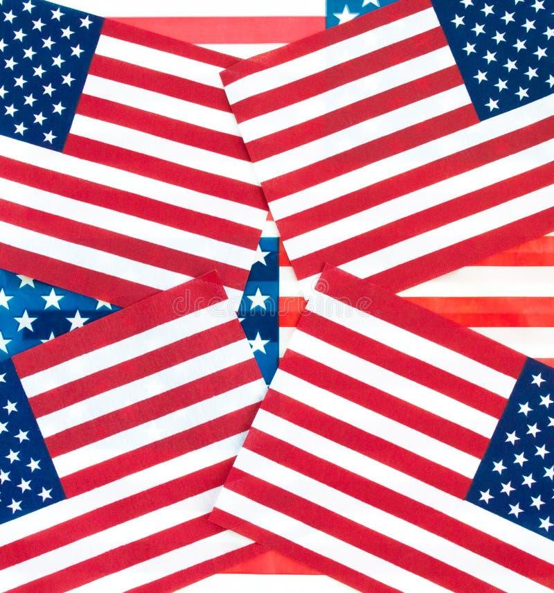 Bandiere americane della carta da parati del fondo in un modello immagine stock libera da diritti