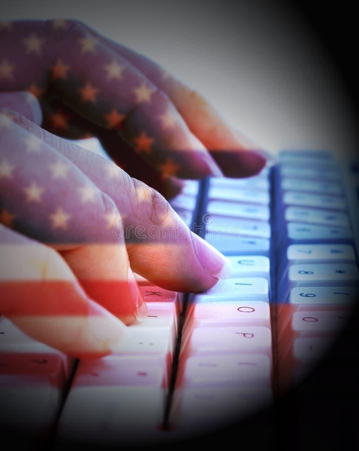 Bandiere americane e russe sulla tastiera che mostra incisione fotografia stock