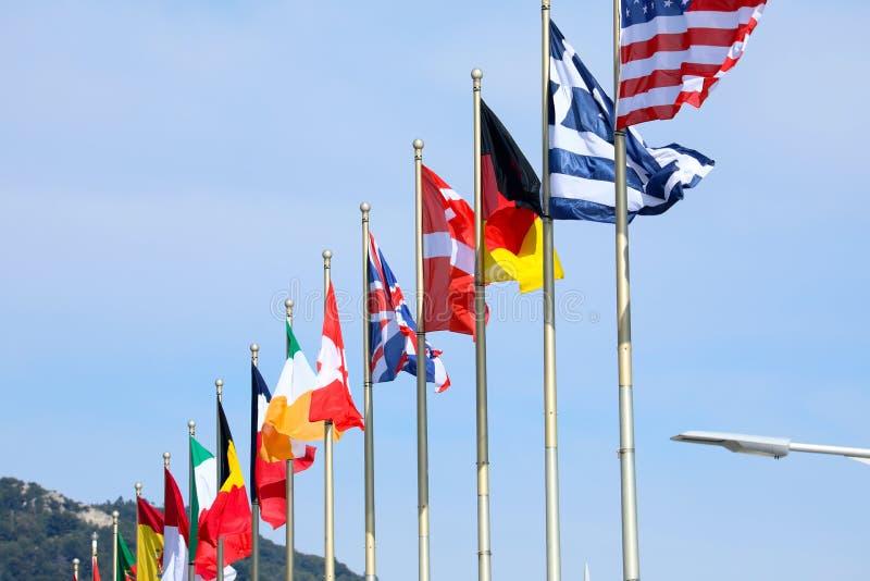 Bandiere dei paesi allineati fotografia stock libera da diritti