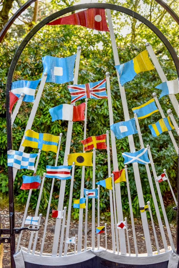 Bandiere del metallo sulla collina Wirral Meseyside di Bidston immagini stock libere da diritti