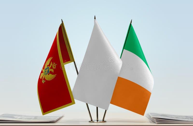 Bandiere del Montenegro e dell'Irlanda immagine stock
