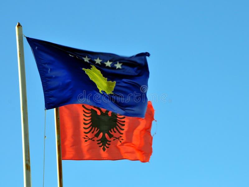 Bandiere dell'Albania e del Kosovo immagini stock libere da diritti