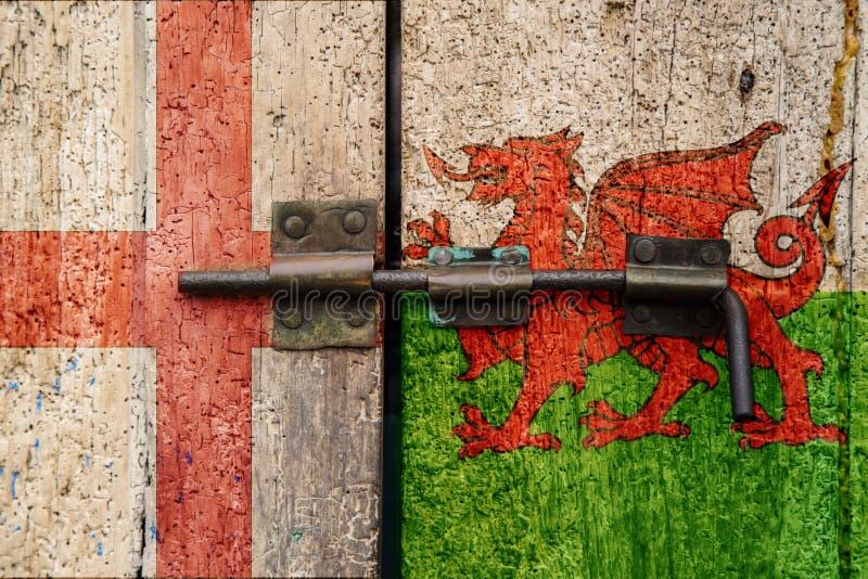 Bandiere dell'Inghilterra v Galles fotografia stock libera da diritti
