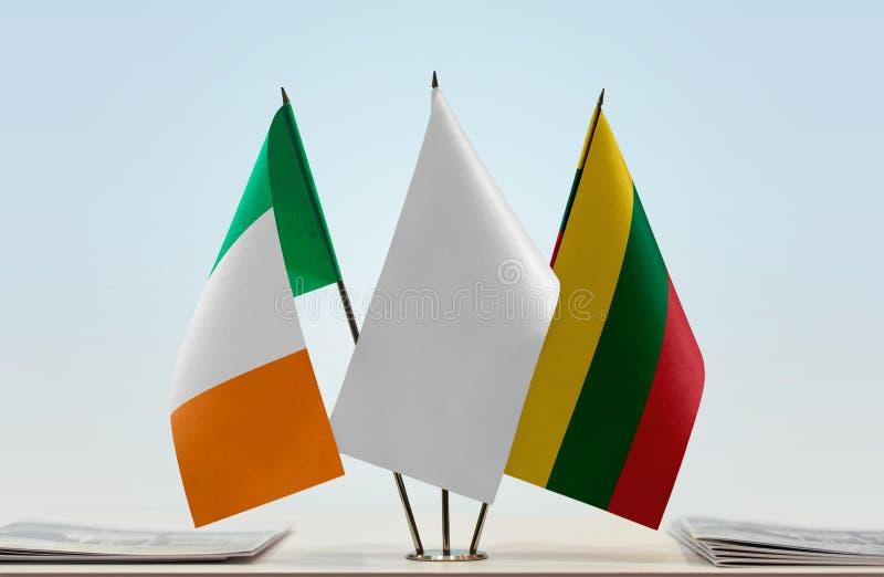 Bandiere dell'Irlanda e della Lituania fotografia stock libera da diritti