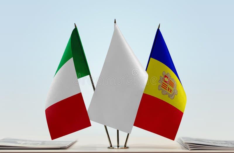 Bandiere dell'Italia e dell'Andorra fotografia stock
