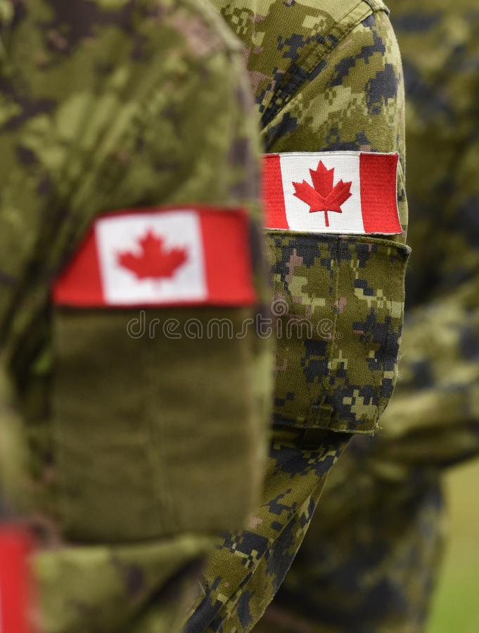 Bandiere della toppa del Canada sul braccio dei soldati Truppe canadesi immagine stock