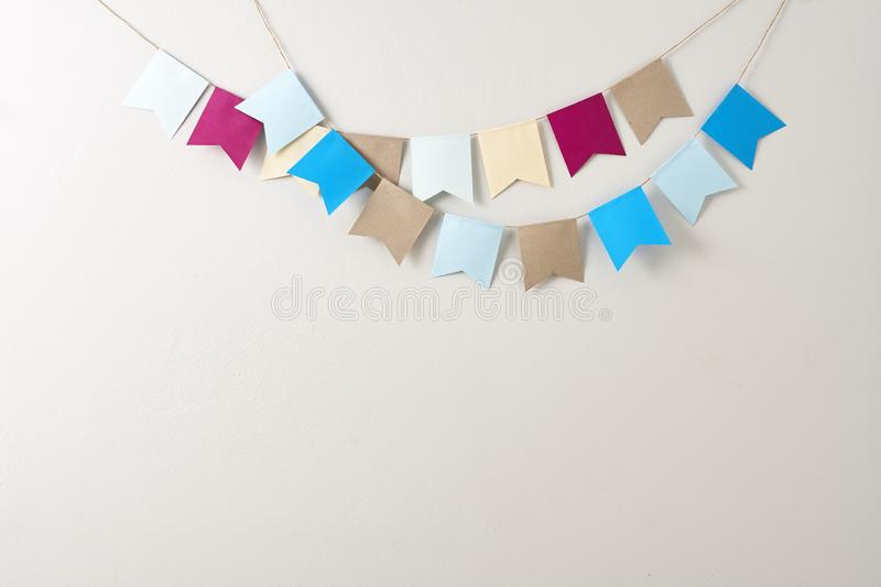 Bandiere di carta variopinte, feste fotografia stock