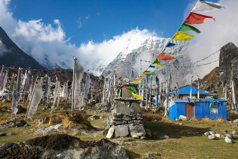 Bandiere di preghiere, valle di Langtang, Nepal immagini stock