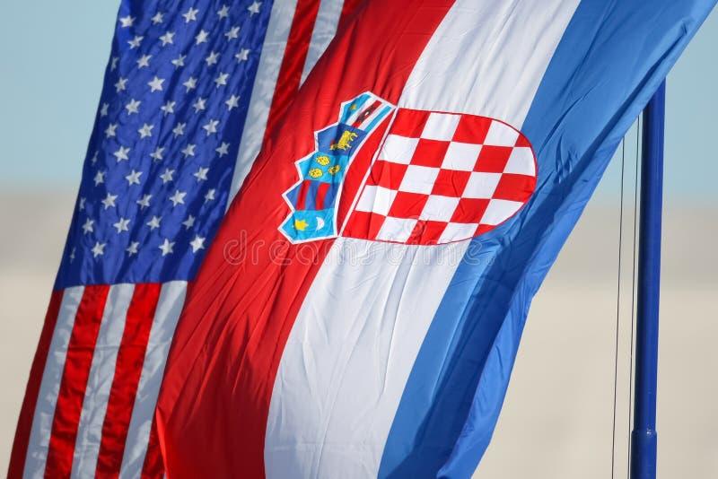 Bandiere nazionali croate ed americane fotografie stock