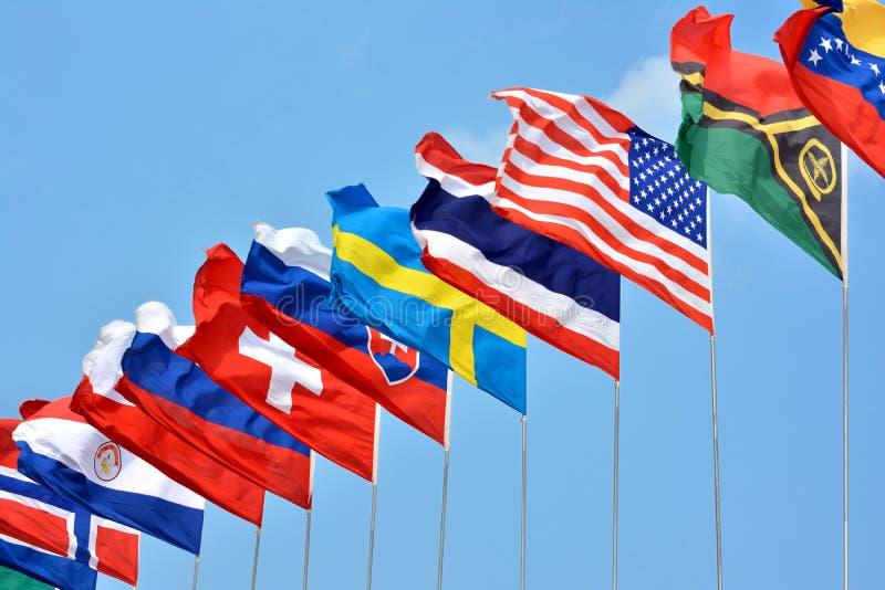 Bandiere variopinte dai paesi differenti immagini stock