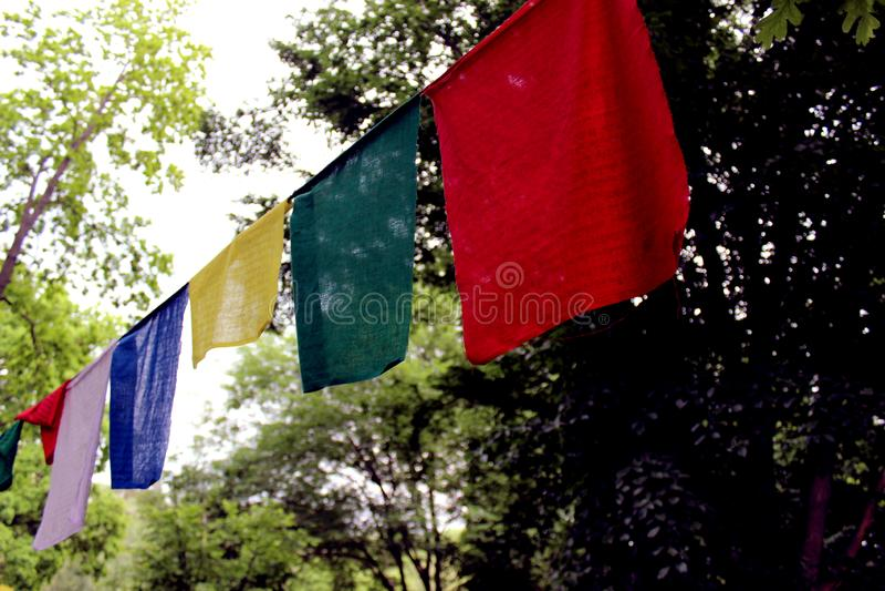 Bandiere variopinte lungta/darcho di preghiera fotografie stock